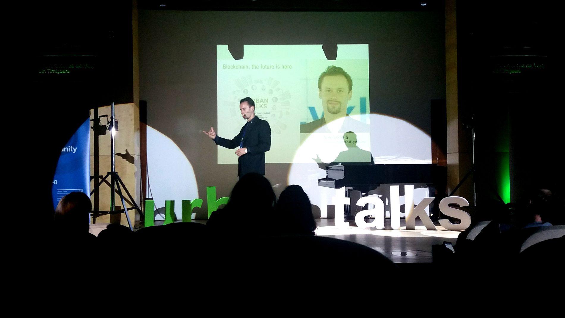 """Prezentarea lui Anton Golub la Urban Talks, Timișoara: """"Blockchain, the future is here""""."""