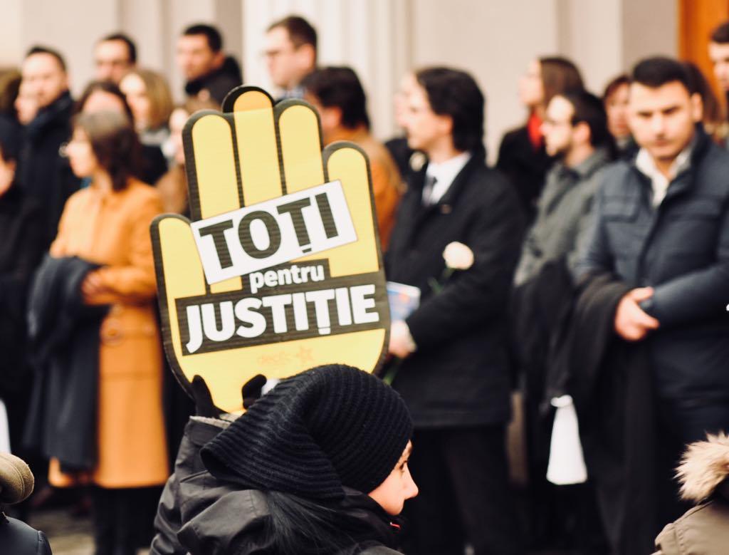 Protestul magistraților a fost susținut de pe margine și de societatea civilă.