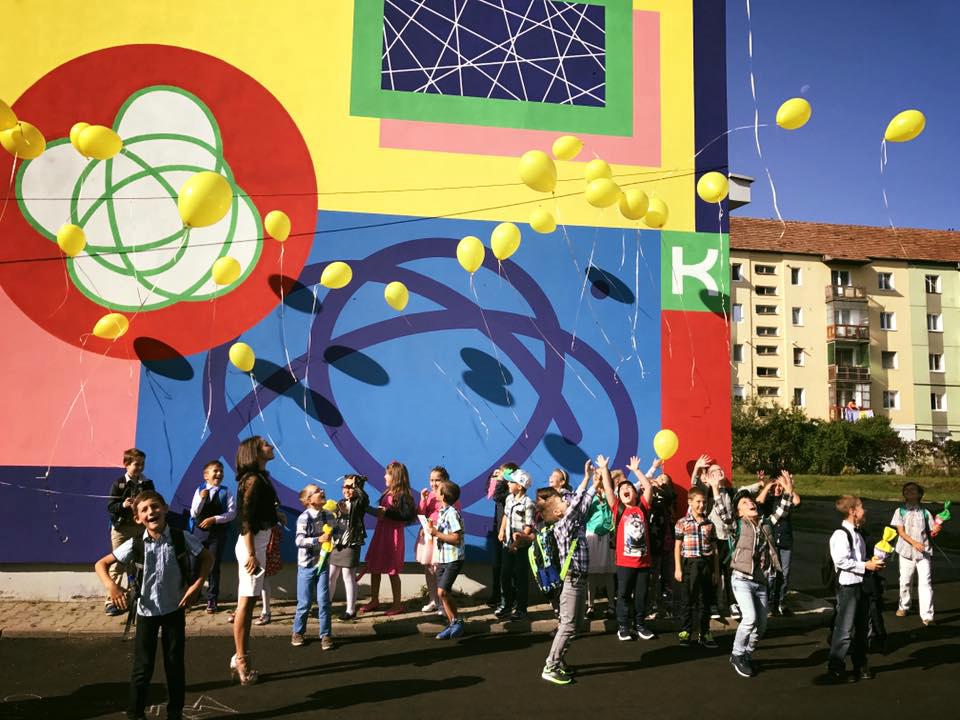 """Artă stradală în curtea Colegiul National Pedagogic """"Andrei Șaguna"""" din Sibiu.Sursă foto: SISAF"""