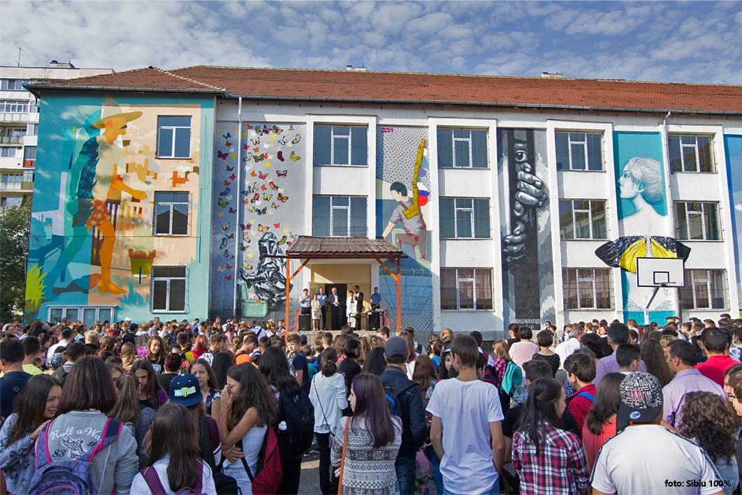 Sibiu International Street ART Festival a adus arta stradală pe zidurile școlilor și liceelor din Sibiu.Sursă foto: SISAF